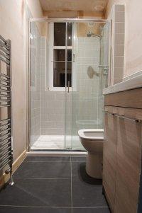 łazienka zprysznicem